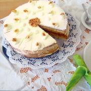 Hier finden Sie ein Rezept für Mandel-Sahne-Torte.