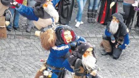 Hexen- und Geisterkarussell beim Faschingsumzug in Altenstadt. Die Zuschauer waren begeistert. Unser Bild zeigt die Filzinger Griasboale.