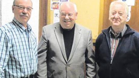 Dem CSU-Ortsverband Bellenberg gehören seit 30 Jahren Reinhold Kurz, Roland Bürzle und Stefan Hirschberger (von links) an. Gratulationen galten auch Walter Ingrisch und Wilhelm Liebner, in Abwesenheit.