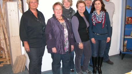 Das Team für den Kunstzirkel, von links: Hedwig Gaile, Margarethe Zeller, Sabine Hader, Ulrike Schraml, Reinhold Kornegger, Monika Birzele und Elmar Gelitzki.