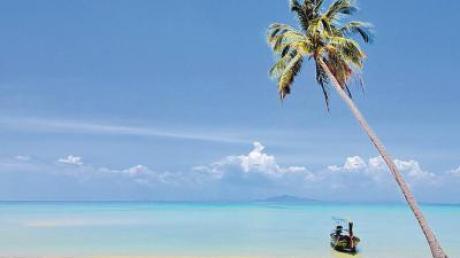 Sonne, Strand und Meer. Auf traumhaften Inseln wie auf Koh Phi Phi vor der Westküste Thailands ist die deutsche Kälte Tausende Kilometer weit weg.
