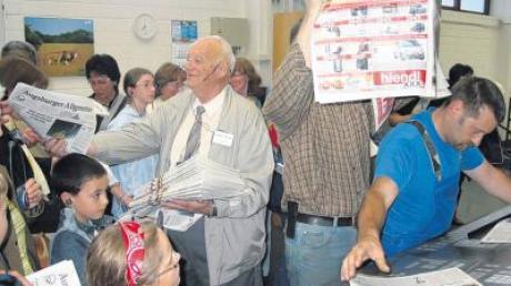 Zeitungen, frisch aus der Druckerei: Blicken Sie mit uns hinter die Kulissen der IZ bei einer Fahrt ins Augsburger Medienzentrum.