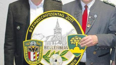 Georg Nothelfer (links) gratuliert Karl Brugger.