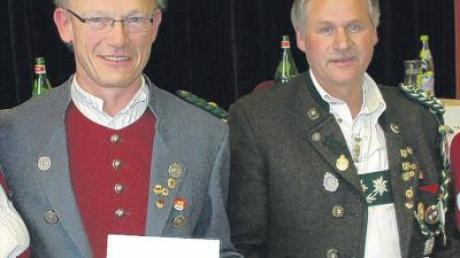 Wilhelm Hiller (links) und Hubert Kleimaier bekamen die Große Ehrennadel des BSSB.