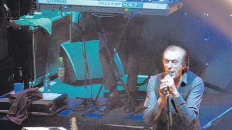Glasklare Stimme, die Romanzen verbreitet: Frontmann Stefan Zauner wirkte auch auf Keyboarder Alexander Grünwald als ein Energizer. Die Münchener Freiheit koppelte im CCU einen zweistündigen Hitreigen mit neuem Songmaterial.