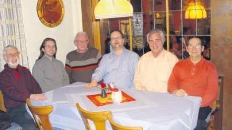 Planen Event in der Natur: die Vorstandsmitglieder der Illertisser Funkamateure, v. li: Fritz Arends, Gerhard Schöffel, Johannes Walther, Roland Bley, Harald Andritschke und Werner Schönwälder.