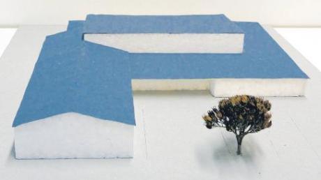 So sieht ein Modell der in Unterroth geplanten Sporthalle mit Schützenheim aus. Ob es verwirklicht wird, hängt von den Finanzierungsmöglichkeiten der Schützen ab.  Foto: zg