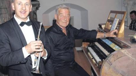 Bereits zum elften Mal brachte der Kirchenmusiker Josef Fleschhut die Kirchhaslacher Schwarzbauer-Orgel zum Klingen. Heuer wieder im Zusammenwirken mit dem renommierten Trompeten-Solisten Hermann Ulmschneider.