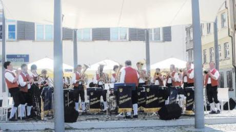 Die Rothtalmusikanten vor dem Ulmer Museum beim Paradekonzert, das seit 31 Jahren stattfindet.