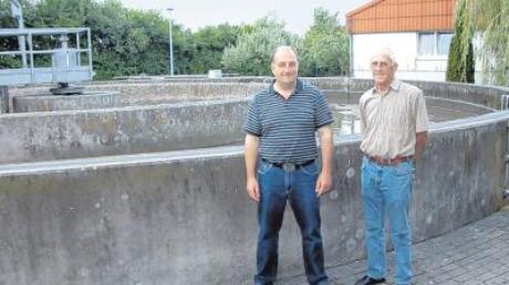 Manfred Mayer und Otto Jutz kümmern sich darum, dass bei der Kläranlage alles klargeht.