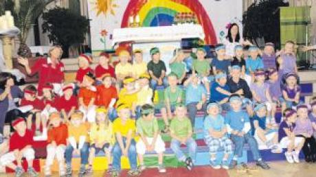 """Zur Eröffnung des """"Tags der offenen Tür"""" sangen die Mädchen und Buben des Kindergartens Kettershausen in der Pfarrkirche St. Michael ein Danklied."""