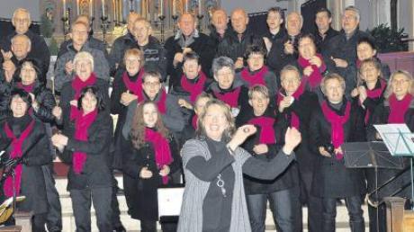 Bei einem Adventskonzert präsentierte sich die Chorgemeinschaft Kettershausen-Bebenhausen erstmals unter Leitung von Maria Keßler-Rothdach.