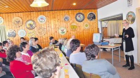 Iris Schwarz ist Trainerin und vermag mit ihrem Vortrag beim Frauenfrühstück in Osterberg-Weiler ihre Zuhörerinnen zu fesseln.
