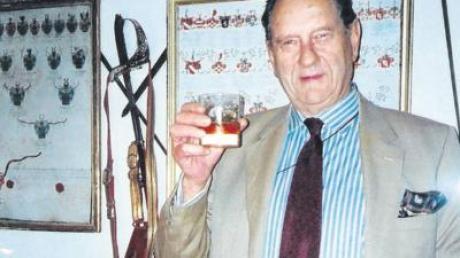 So kannte man ihn: ein weltmännischer Baron Dieter von Malsen-Ponickau – fotografiert, als er noch Schlossherr in Osterberg war. Am Dienstag ist er 83-jährig im Krankenhaus in Memmingen gestorben.