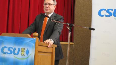 Dr. Georg Nüßlein ist wieder Bundestagskandidat der CSU. Mit einem Ergebnis von 96,7 Prozent nominierten ihn die Delegierten des Wahlkreises 255 am Samstagnachmittag in Buch.