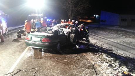 Bei diesem Unfall wurden am Samstag bei Illerrieden sechs Menschen verletzt, zwei davon lebensgefährlich.