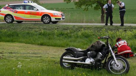Schwere Verletzungen erlitt gestern Nachmittag der Fahrer dieses schweren Chopper-Motorrades, als er bei Illerrrieden (Alb-Donau-Kreis) verunglückte.