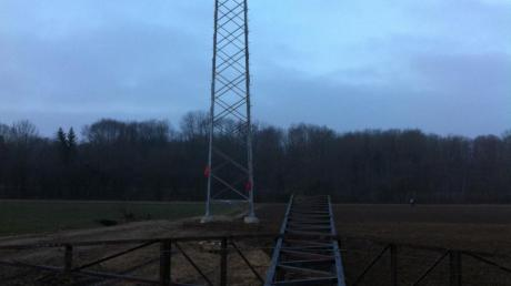 Die LEW haben in dieser Woche damit begonnen, alte Masten abzubauen. Wann der Abbau in Au beginnt, steht bislang noch nicht fest.