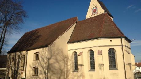 Die alte Auer Pfarrkirche: Chor und Kirchturm sind noch spätgotisch. Jetzt ist es Zeit, das Dach zu reparieren.