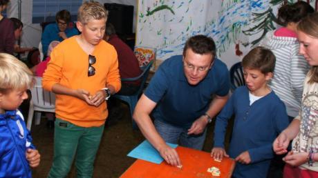 Alles oder nichts hieß es beim Casinoabend auch für Kirchbergs Bürgermeister Jochen Stuber, der der Camping-Kirche einen Kurzbesuch abstattete.