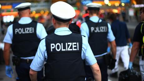 Mit 2,3 Promille hat ein Mann am Ulmer Hauptbahnhof für einen Polizeieinsatz gesorgt.