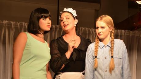 Auf der Suche nach dem Mörder von links Susanne (Eva Schneider), Louise (Daniela Dirr) und Nesthäkchen Catherine (Katharina Tiefenbach),