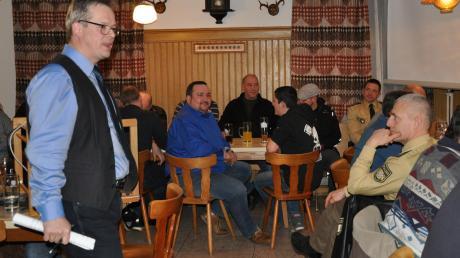 Vor zahlreichen Besuchern der Bürgerversammlungen (hier in Weinried) ging Gemeindeoberhaupt Günther Fuchs auf die wichtigsten Projekte der Gemeinde ein.