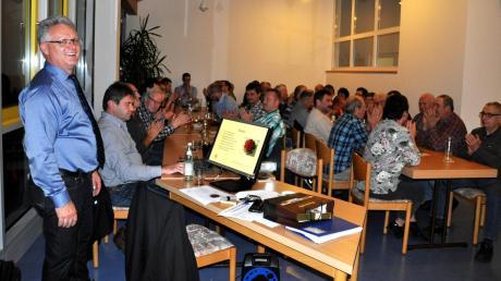 Vor rund 60 Bürgern lieferte Gemeindeoberhaupt Willibold Graf bei der Bürgerversammlung in Oberroth einen detaillierten Bericht und einen Einblick in laufende Projekte.