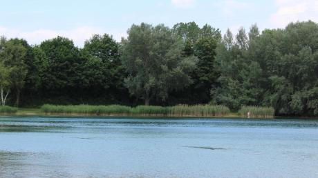 Ein 25 Jahre alter Mann aus Illertissen ist am Sonntag bei einem Badeunfall im Sinninger See gestorben.