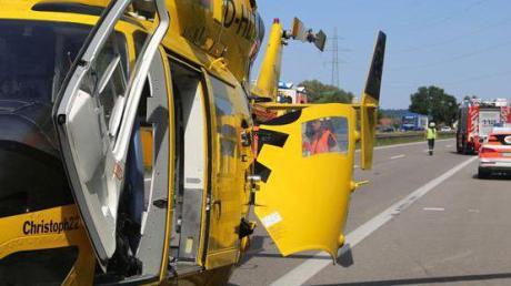 Ein Rettungshubschrauber musste nach dem Unfall landen.