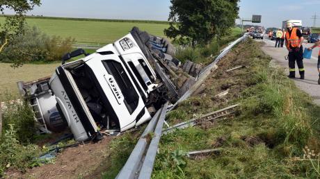 Ein 47 Jahre alter Lastwagenfahrer ist am Mittwoch kurz vor dem Dreieck Hittistetten von der Fahrbahn abgekommen.