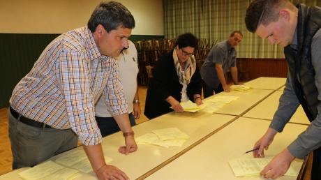 Die Auszählung dauerte bis kurz vor 22 Uhr im Oberschönegger Schützenheim. Danach stand fest: Die Mehrheit der Bürger möchte kein Dorfgemeinschaftshaus in Oberschönegg.