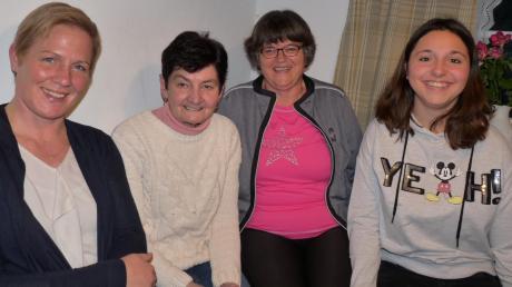 Sie freuen sich, dass wieder Leben in die Dattenhauser Kirche einkehrt (von links): Die beiden neuen Mesnerinnen Anja Kanz und Liesel Fuchs zusammen mit Maria Egg und Katharina Bierbaum.