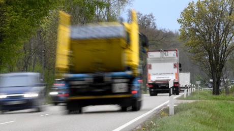 Anwohner der B300- Ortsdurchfahrt durch Winterrieden- stören sich an Lärm von Lastwagen.