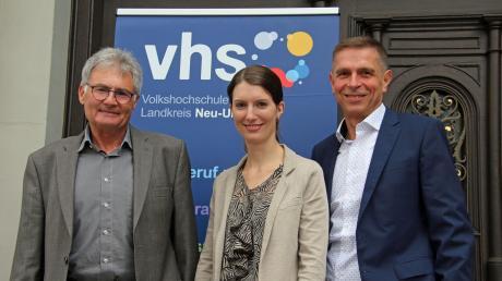 Carolin Gehring (Mitte) ist die neue Geschäftsführerin der Volkshochschule und wird Dieter Rösch (links) ablösen. Bürgermeister Jürgen Eisen (rechts) ist überzeugt, dass sie die Vhs weiterentwickeln wird.