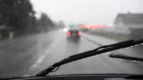 Starker Regen wurde am Montag gleich mehreren Autofahrern zum Verhängnis.