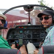 Das sind die beiden Beobachter: Siegfried Möst und Florian Drollinger. Sie sind Teil der Flugbeobachtungstruppe in Illertissen.