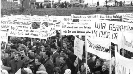 1968 verhinderten Bürger im württembergischen Illertal den Bau einer Großsenderanlage der Bundespost. Höhepunkt des Widerstands war im März 1968 eine Demonstration auf dem Dettinger Sportplatz.