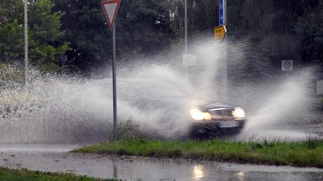 Ein Autofahrer ist auf der A7 bei Vöhringen von der Fahrbahn abgekommen.