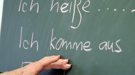 Die Integrationslotsin des Landkreises Dillingen, Andrea Bronnhuber, möchte, dass sich die Organisation der Deutschkurse verbessern.