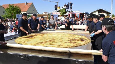 Vor zweieinhalb Jahren, am 8. Mai 2016, haben die Feuerwehrleute in Dettingen den weltgrößten Kartoffelpuffer gebacken.