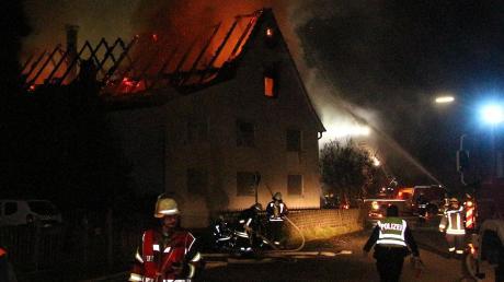 Flammen loderten in den Nachthimmel: In Gannertshofen brannte am Freitagabend eine Asylunterkunft.
