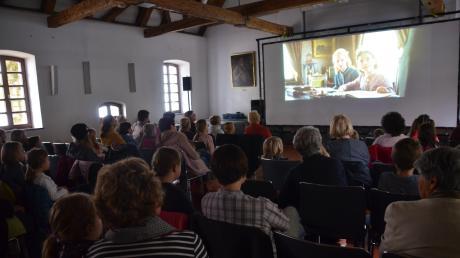 """Viele Zuschauer kamen in die Illertisser Schranne, um gemeinsam die neueste Verfilmung des Jugendbuchklassikers """"Heidi"""" anzuschauen."""