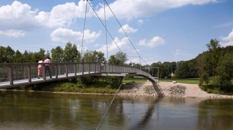 Bei Legau im Landkreis Unterallgäu können Besucher auf einer Hängebrücke die Iller überqueren. Ein ähnliches Projekt könnte man sich auch bei Vöhringen vorstellen.