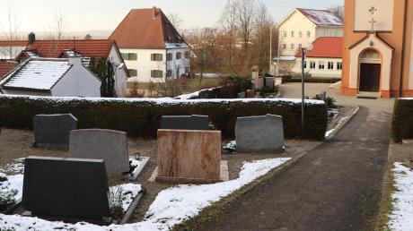 Beengte Verhältnisse: Der Friedhof in Jedesheim soll vergrößert und umgebaut werden.