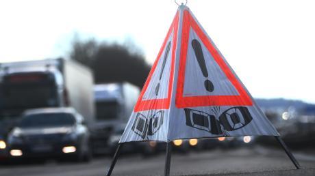 Auf der Autobahn A7 bei Vöhringen hat sich am Dienstagvormittag ein Unfall ereignet.
