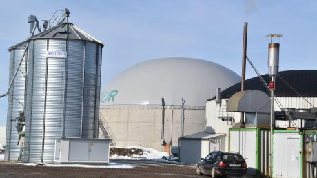 An einer Biogasanlage in Unterfranken ist ein Lastwagen mit dem Gülle-Silo kollidiert. Daraufhin traten 200 Kubikmeter Gülle aus.