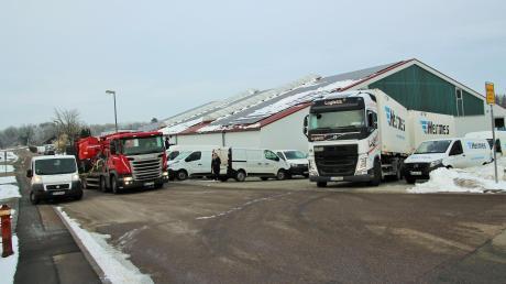 Die Verkehrssituation am Hermes-Auslieferungslager ist immer wieder knifflig. Viele Lastwagen und andere Fahrzeuge rangieren dort.