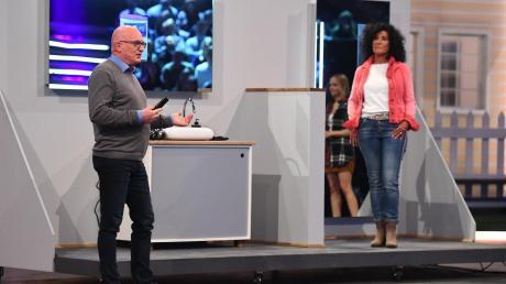 """Der Dietenheimer Unternehmer Rolf Gramm stellt seine Erfindung bei der Sendung """"Das Ding des Jahres"""" vor."""