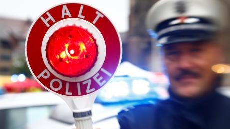 In Vöhringen ist ein 17-Jähriger mit einer fremden EC-Karte erwischt worden.